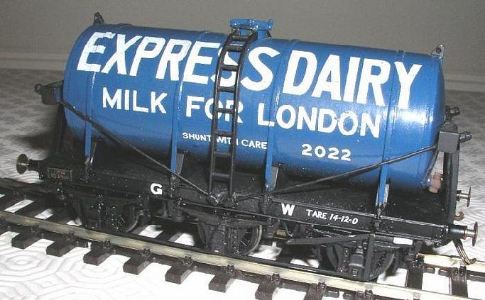 GWR 6-wheel Milk Tank in Express Dairy livery