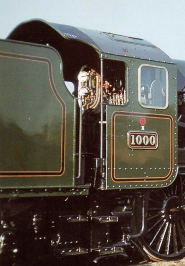 8'6 inch wide tender behind County 4-6-0 number 1000