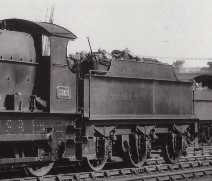 GWR vacuum-fitted 3000g tender behind Bulldog 3364
