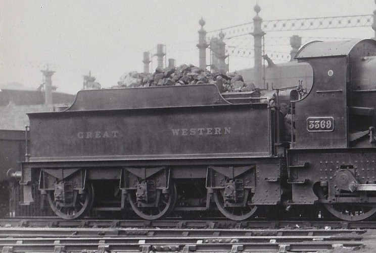 GWR 3000g tender behind Bulldog 3369
