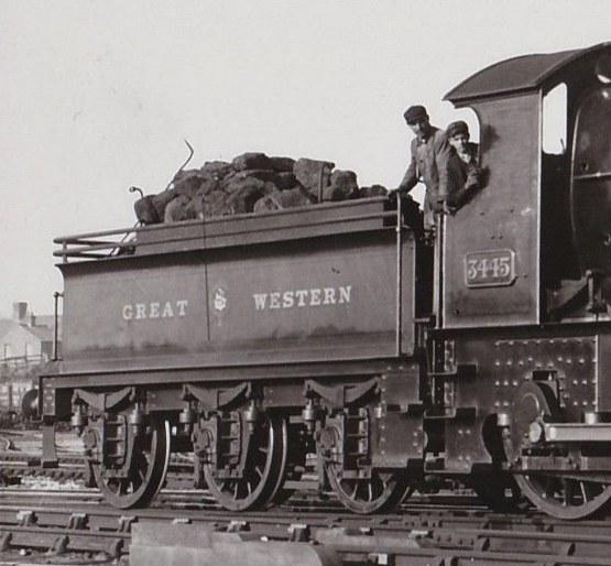 GWR 2500g tender behind Bulldog 3345