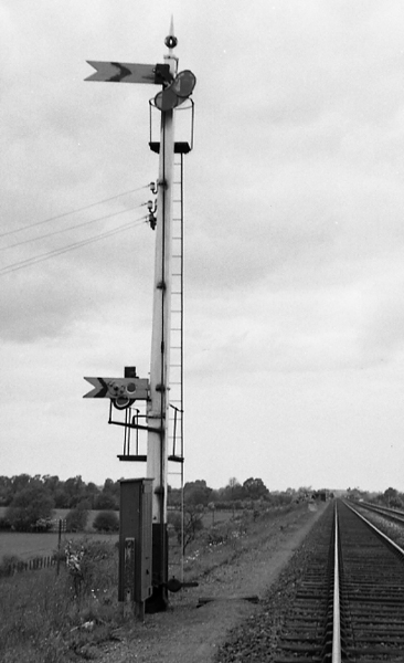 Bicester distant signal with slipping repeating distant